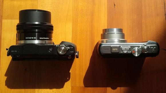Sony NEX-3N und Panasonic DMC-TZ10 in der Gegenüberstellung (eingeschalten).